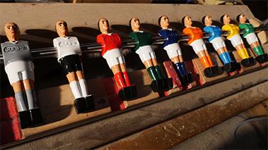LES JOUEURS Imaginez la rencontre de votre choix en sélectionnant 2 coloris parmi une infinité de couleurs de maillots. Gris, Blanc, Rubis, Émeraude, Marine, Orange, Cyan, Jaune, Rose, Violet etc...