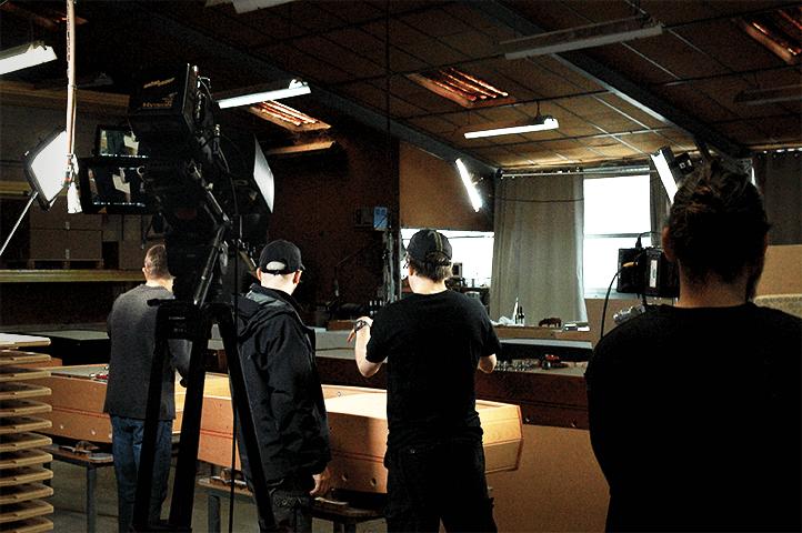 Discovery Channel en tournage chez les baby-foot Sulpie, vue de face